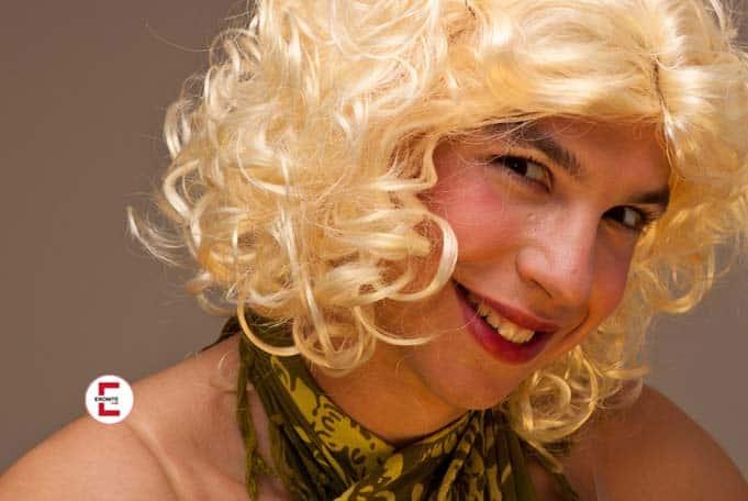 Juegos de bdsm: La feminización del hombre