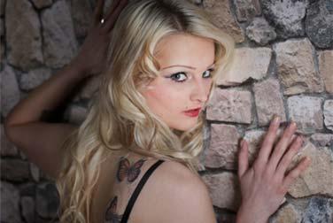 Cumpleaños de Mia Bitch - Feliz cumpleaños - Revista erótica Eronite Erotiknews Sexnews