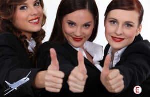 Las tres jóvenes azafatas - juntas no tienen ni 75 años